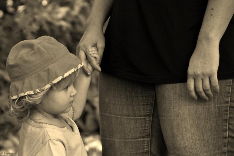 DSC07675 - Prendre un enfant par la main
