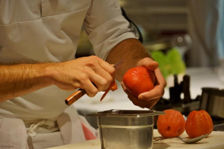 DSC08388(émonder une tomate)